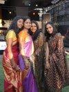 Indische Spielerinnen in Tracht